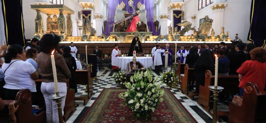 honras funebres arzobispo óscar julio vian
