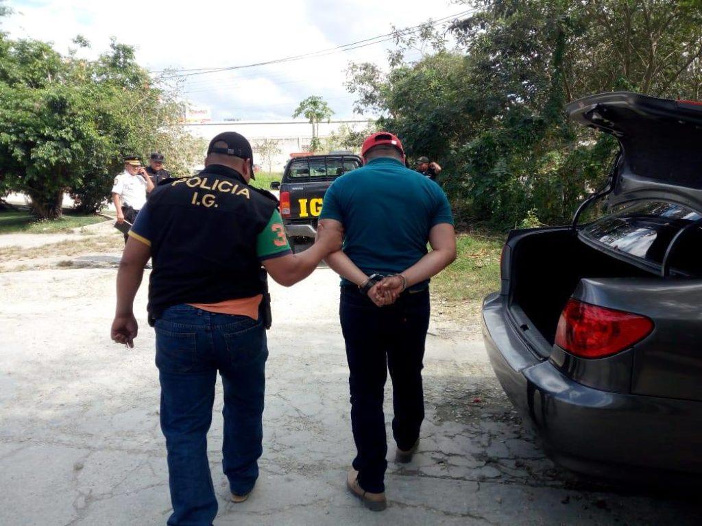 Agente de la PNC capturado en Petén