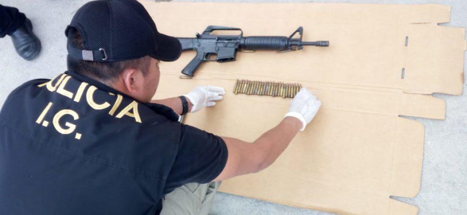 Agente de la PNC capturado con fusil