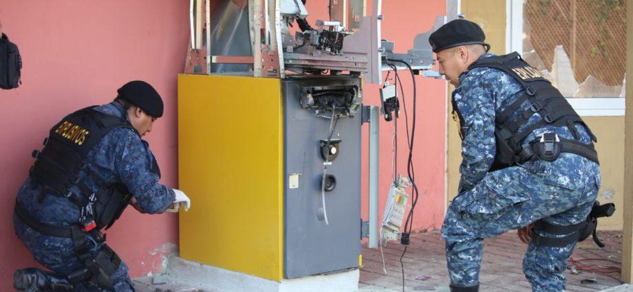 Detonan bomba en cajero automático