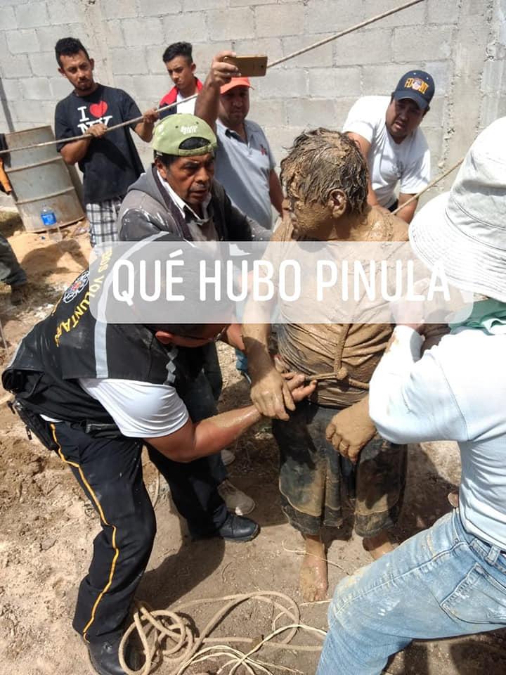 Rescatan a dos hombres tras caer en pozo en San José Pinula