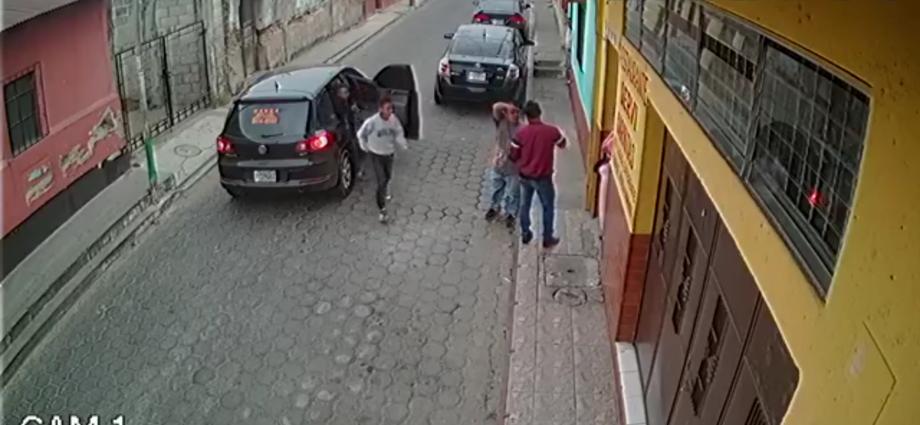 Asalto a mano armada en Amatitlán captado por cámaras de vigilancia