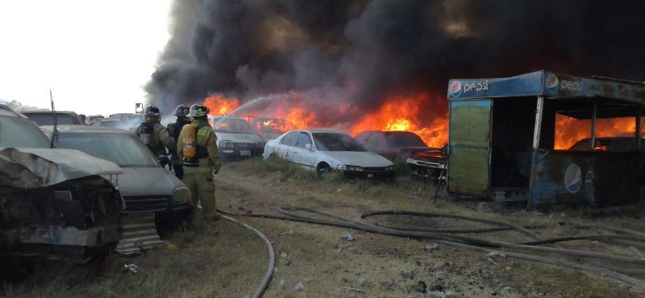 Incendio en predio de PNC en kilómetro 22 ruta al pacífico