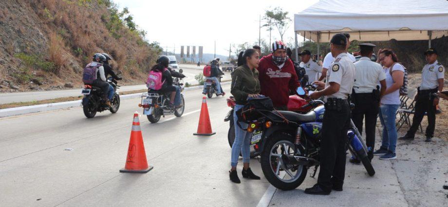 PNC brinda seguridad en Caravana del Zorro