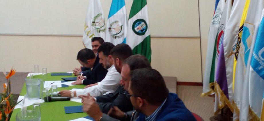 Autoridades firman convenio para cuidar el ambiente en Guatemala