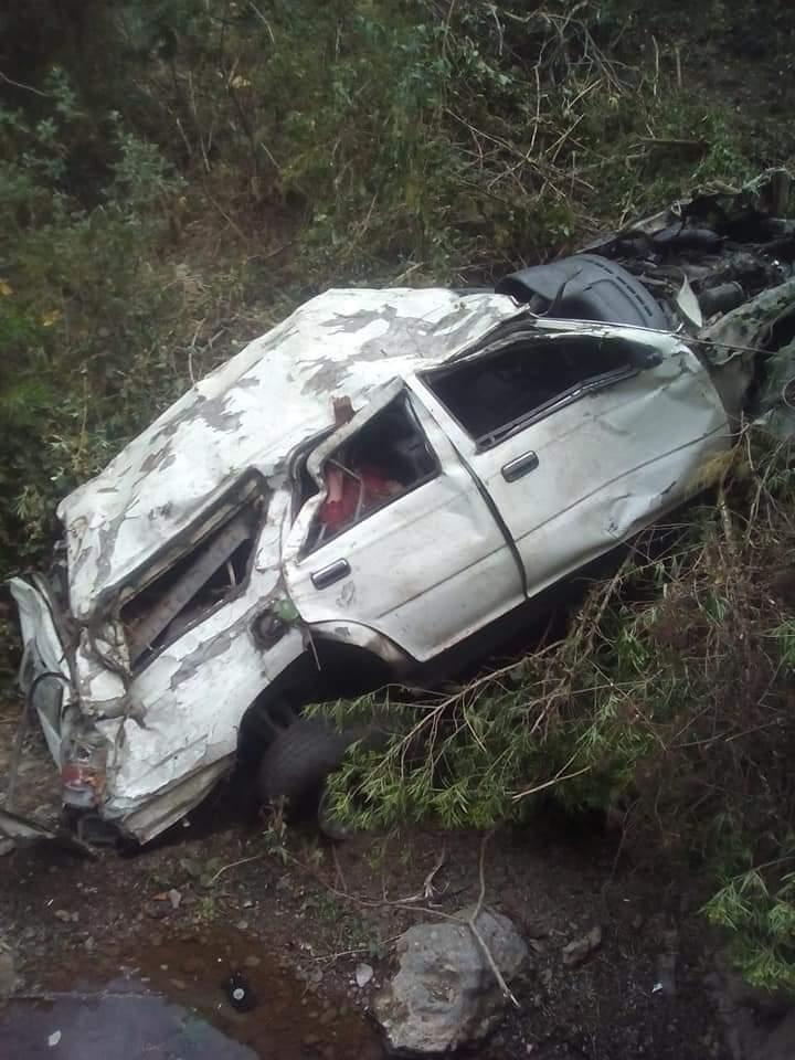 Vehículo cae al fondo de un barranco en Chiantla, Huhuetenango