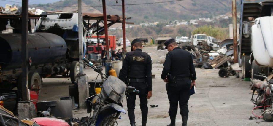 Policía Nacional Civil de Guatemala recupera varios vehículos con reporte de robo