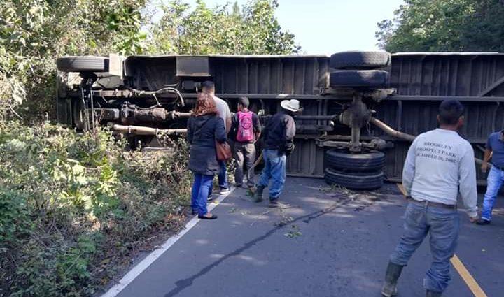 Al menos 12 heridos tras accidente de bus en Chimaltenango