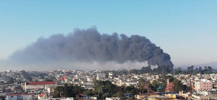 Incendio de llantas en zona 3