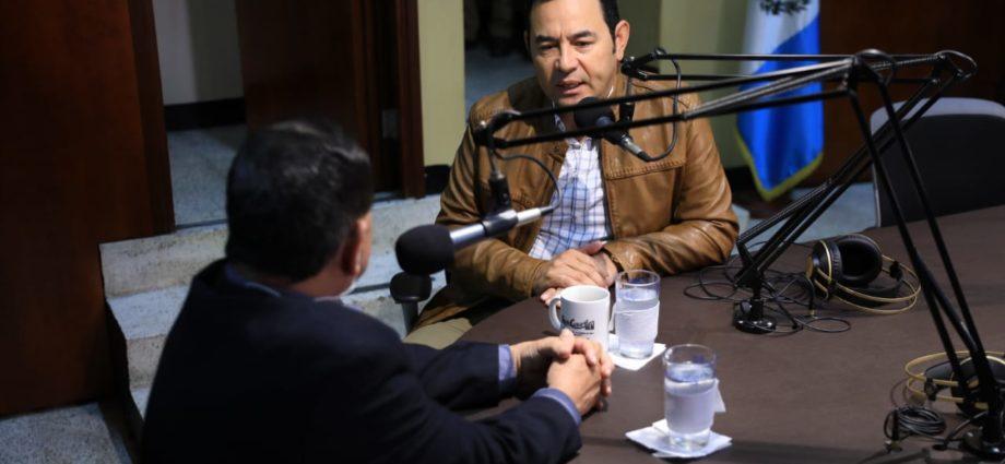 presidente Jimmy Morales visitó radio Cultural TGN