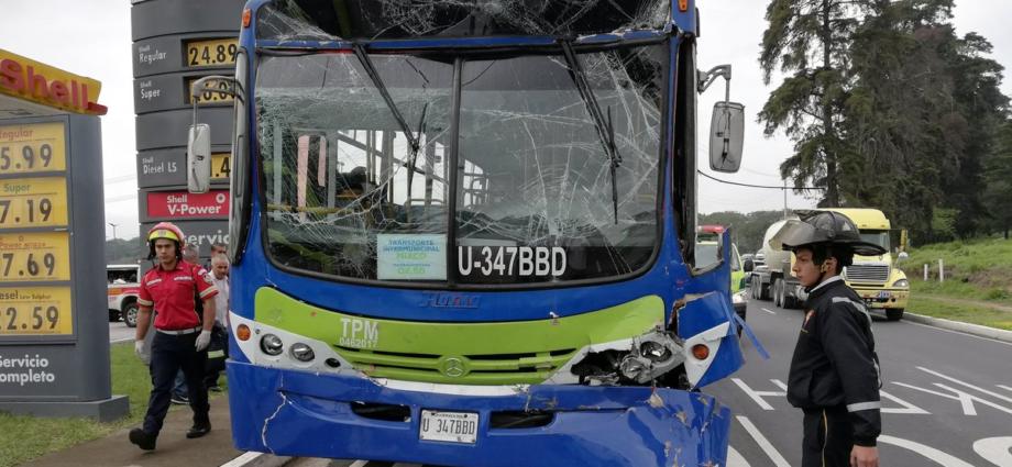 dos buses colisionan en bulevar el naranjo