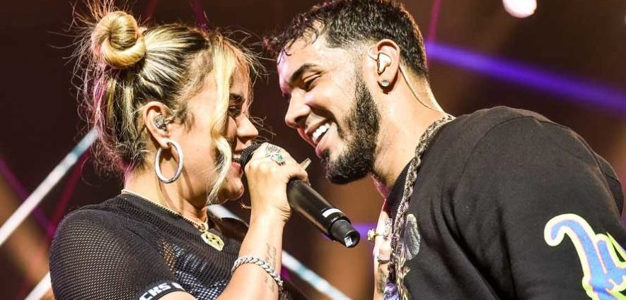 Anuel AA y Karol G en concierto en Guatemala en mayo