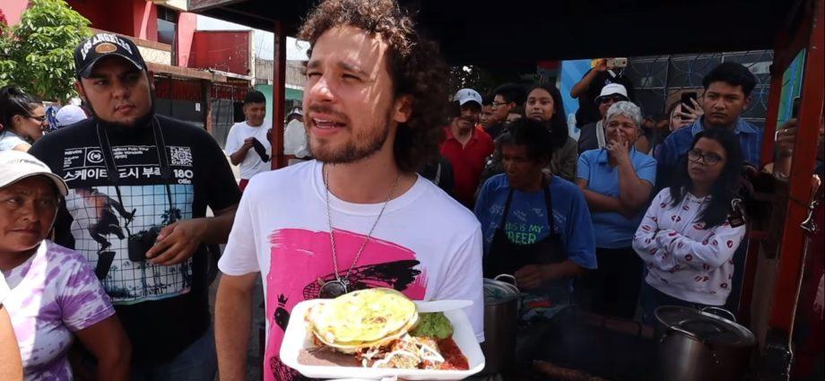 Luisito come comida callejera en Guatemala
