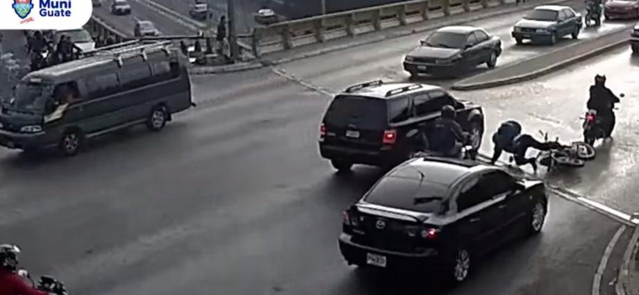 Motorista se salva de morir arrollado