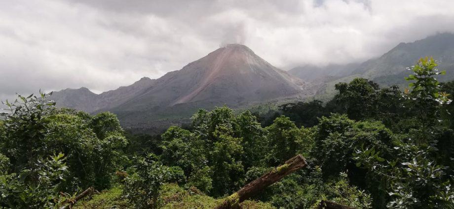 Volcán Santiaguito en costante monitoreo por inestabilidad en su actividad