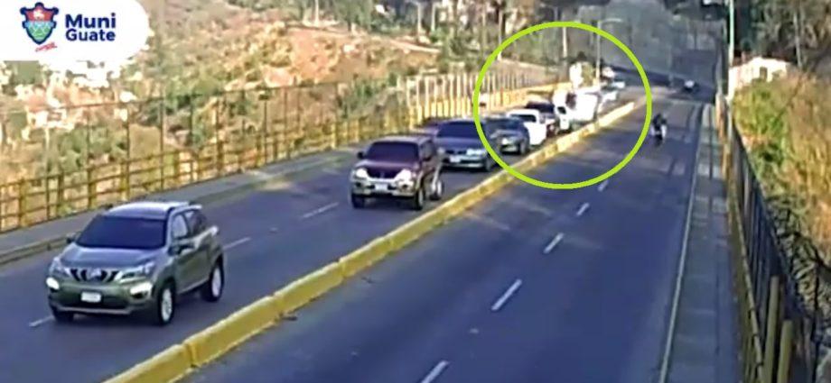 pickup volcado en puente la asunción zona 5