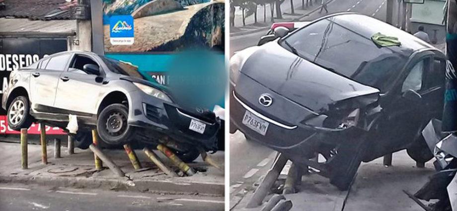 Accidente en zona 2, vehículo queda sobre bolardos