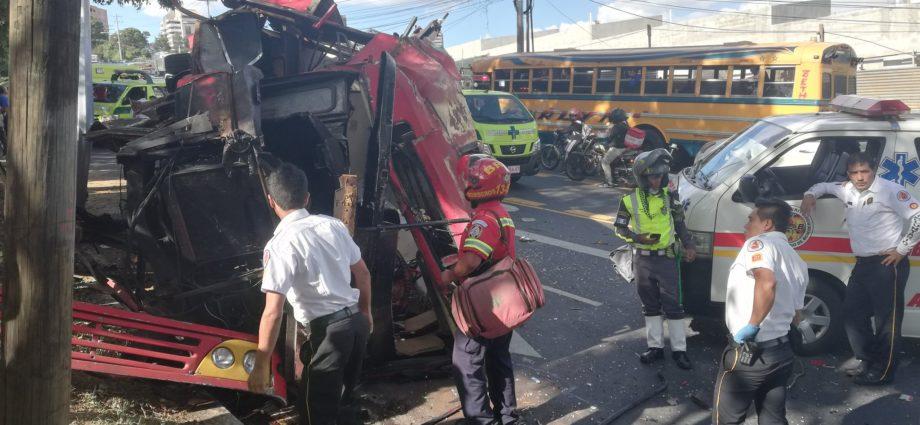 Bus Volcado en Avenida Hincapié zona 13