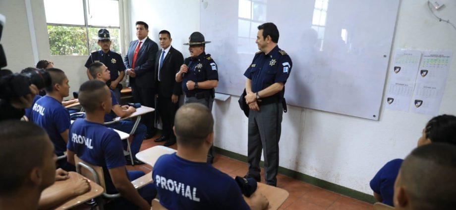Presidente Morales visita sede de PROVIAL
