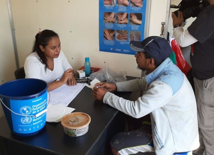 Ministerio de Salud brinda atención a migrantes hondureños